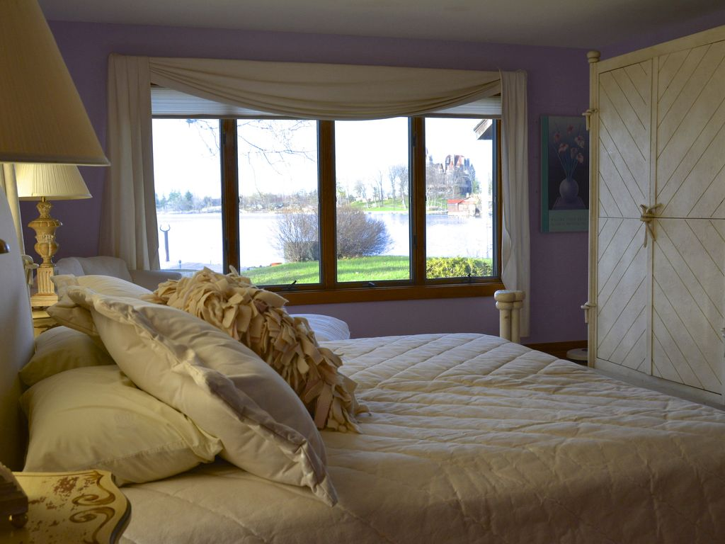 master suite/sitting area looking towards Boldt Castle