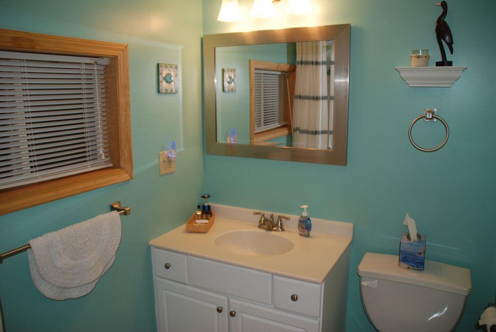 Shared hall bathroom with shower/tub